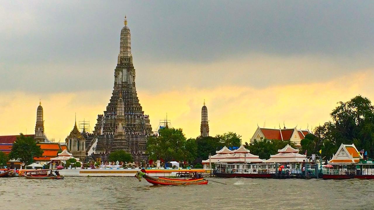 Canal tour along Chaophraya River